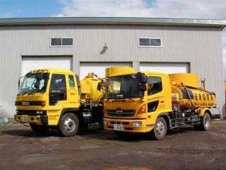 し尿収集車両